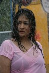 tamil-actress-kiran-rathod-in-wet-pink-saree-photos_actressinsareephotos_blogspot_com_20